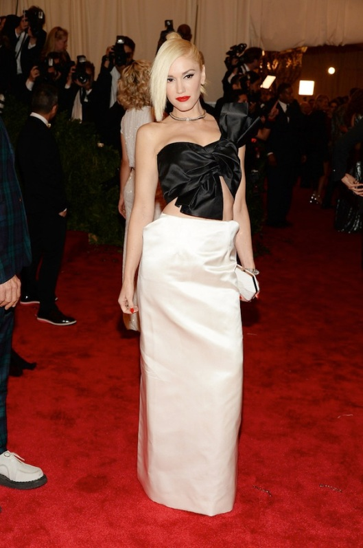 3-gwen-stefani-in-margiela-Anne-Hathaway-2013-met-galal-punk-chaos-to-couture-costume-institute