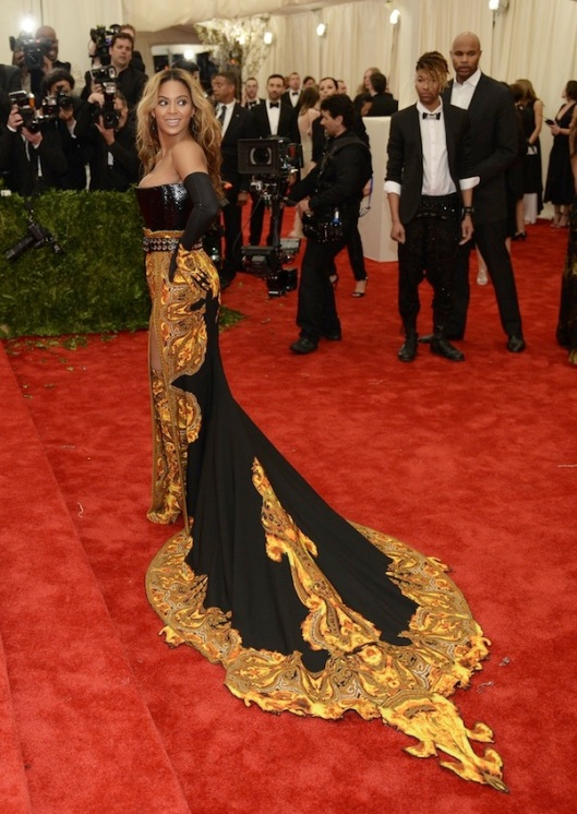 beyonce-Anne-Hathaway-2013-met-galal-punk-chaos-to-couture-costume-institute-met-gala-givenchy-haute-couture