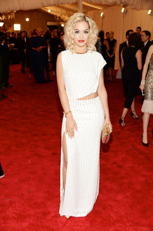 rita-ora-in-thakoon-Anne-Hathaway-2013-met-galal-punk-chaos-to-couture-costume-institute
