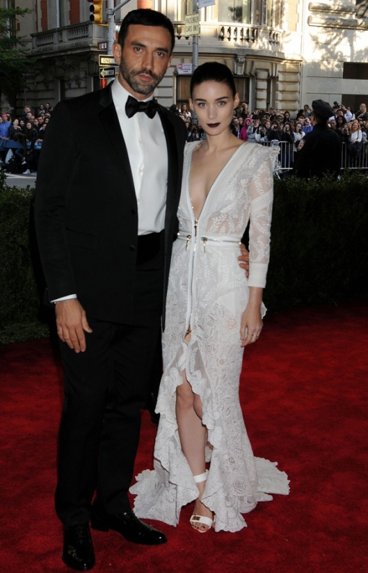 rooney-mara-met-ball-2013-red-carpet-01-givenchy-riccardo-tisci