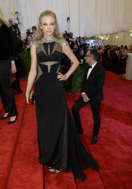 taylor-swift-The-2013-Metropolitan-Museum-of-Art-Costume-Institute-Gala-iPunk-Chaos-to-Couturei-