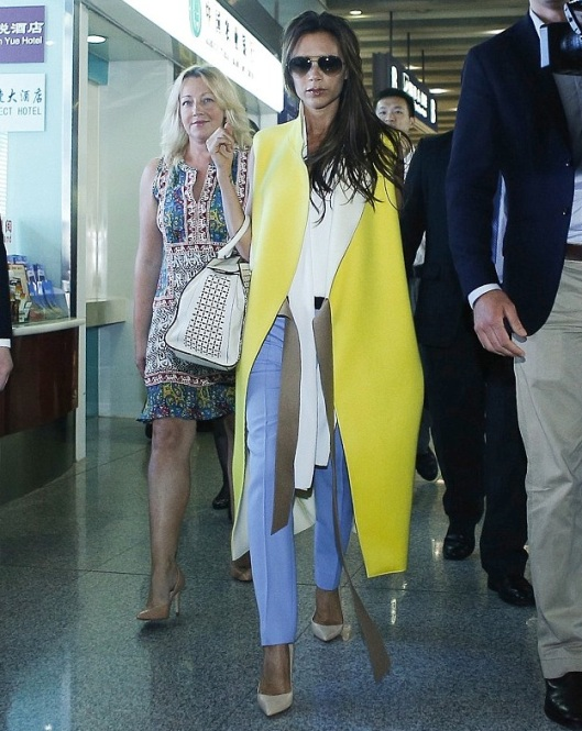 0-Victoria-Beckhams-Beijing-Aiport-Victoria-Beckham-Fall-2013-Yellow-Sleeveless-Coat-Blue-Pants-and-Victoria-Beckham-Leather-Tote